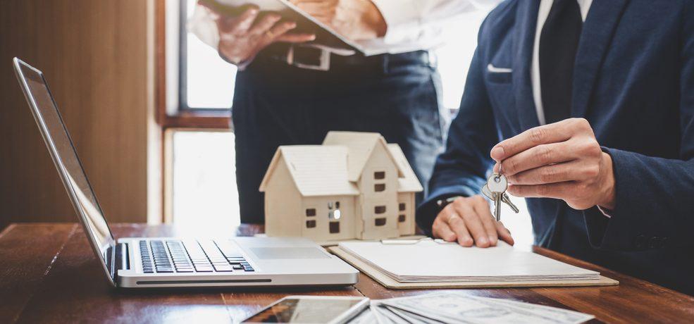 Do I Need a Property Management Company? | ManageCasa